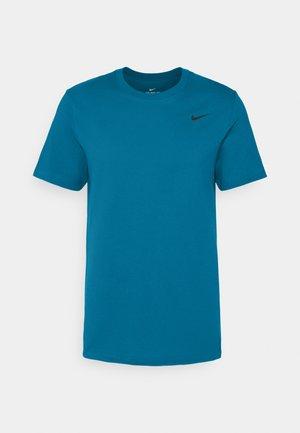 DRY TEE CREW SOLID - Camiseta básica - green abyss/black