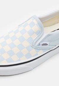 Vans - CLASSIC UNISEX - Trainers - ballad blue/true white - 5