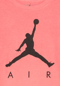 Jordan - COURT VISION TEE - T-shirt print - infrared - 3