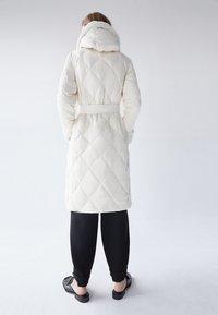 Uterqüe - Classic coat - white - 3