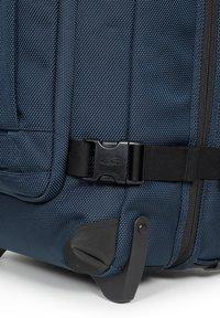 Eastpak - Wheeled suitcase - cnnct navy - 4
