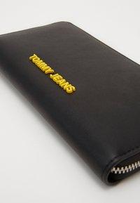 Tommy Jeans - NEW MODERN WALLET - Lommebok - black - 2