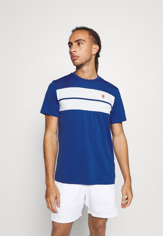 HYPERCOURT CREW TEE - T-shirt con stampa - dark blue/white