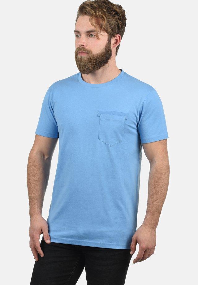 REGULAR FIT - T-shirt basic - lake blue