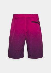 Calvin Klein Jeans - DIP DYE - Shorts - purple - 1