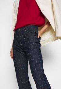 Victoria Victoria Beckham - WORD SEARCH UPSTATE - Flared Jeans - dark blue - 4