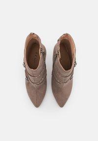 Even&Odd - Kotníková obuv na vysokém podpatku - taupe - 5