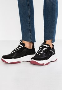 Calvin Klein Jeans - MAYA - Matalavartiset tennarit - black - 0