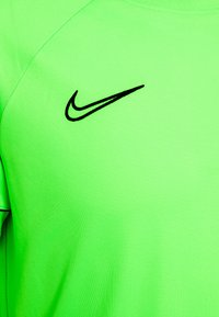 Nike Performance - ACADEMY 21 - T-shirt print - green strike/black - 6