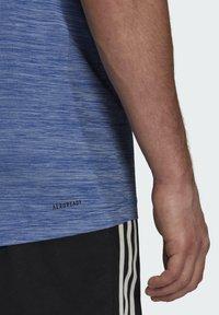 adidas Performance - M HT EL TEE - T-shirt z nadrukiem - blue - 5