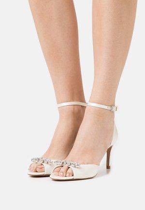 GLEAMY - Sandals - ivory