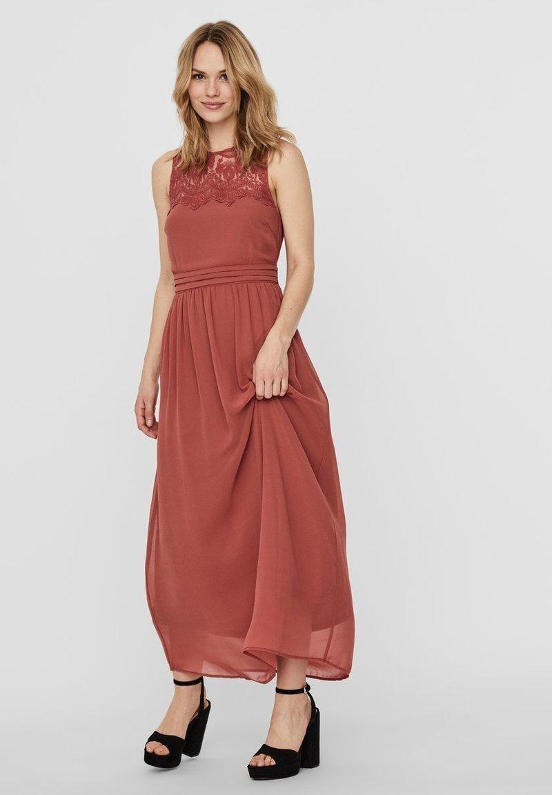 Vero Moda - VMVANESSA DRESS ANCLE - Suknia balowa - marsala