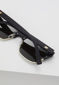Le Specs - CRUEL SUMMER - Sluneční brýle - matte black - 4