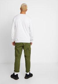 Cotton On - COLLAB CREW  - Collegepaita - white marle/friends - 2