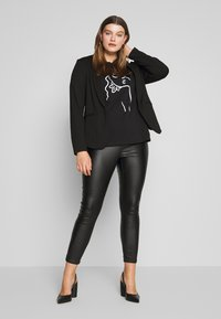 Even&Odd Curvy - T-shirts med print - black - 1
