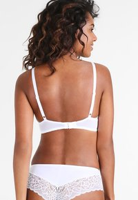 Triumph - AMOURETTE SPOTLIGHT  - Underwired bra - white - 2