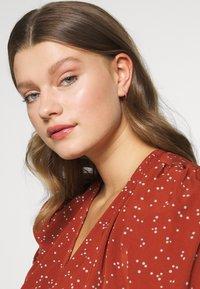 Orelia - MINI PAVE HOOP EARRINGS - Earrings - pale gold-coloured - 1
