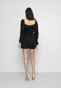 Missguided - COSTELLO TIE SLEEVE RUCHED GLITTER DRESS - Shift dress - black - 2