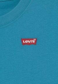 Levi's® - BATWING CHEST HIT - Jednoduché triko - blue moon - 2