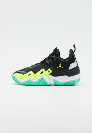 WESTBROOK ONE TAKE UNISEX - Basketbalové boty - black/volt/white/green glow