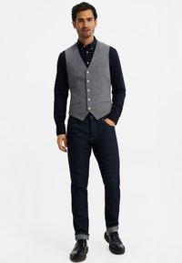 WE Fashion - MET STRUCTUUR - Bodywarmer - grey - 1