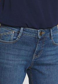 Dorothy Perkins Petite - PETITES MIDWASH ABRASION HARPER  - Slim fit jeans - mid wash denim - 5