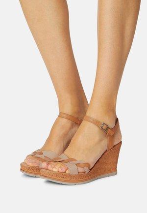 Sandales à plateforme - cuoio/sand