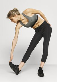 Nike Performance - EPIC FAST CROP - Tights - black/silver - 4