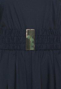 MICHAEL Michael Kors - ONE SHOULDER MIDI DRESS - Vestido informal - midnightblue - 7