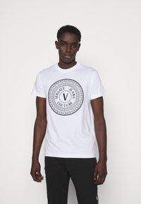 Versace Jeans Couture - MOUSE - Camiseta estampada - white - 0