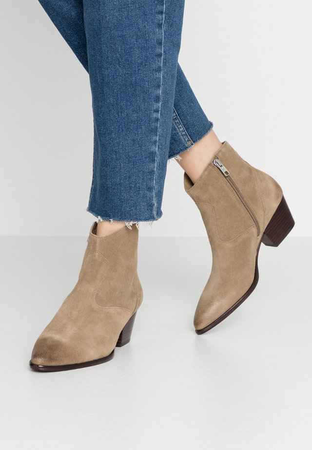 Bottines - tan