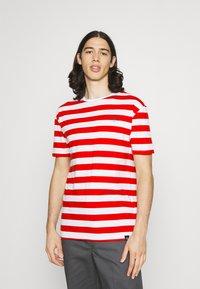 Newport Bay Sailing Club - BOLD HORIZONTAL STRIPE 2 PACK - Print T-shirt - navy/red - 3