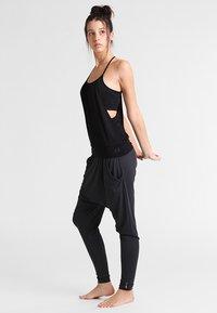 Curare Yogawear - Top - black - 1
