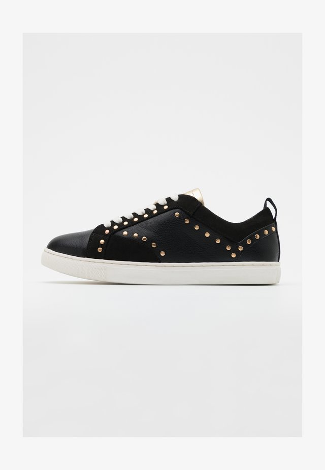 ONLSIMI STUD - Matalavartiset tennarit - black