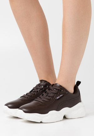 FLAG LOGO CHUNKY TRAINERS - Trainers - dark brown