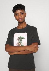 Monki - TOVI TEE - Print T-shirt - black - 3
