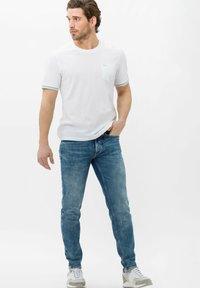 BRAX - STYLE CHRIS - Slim fit jeans - vintage blue used - 1