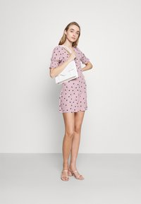 Glamorous - BUTTON FRONT MINI DRESSES WITH PUFF SLEEVES SMOCKED CUFFS - Skjortekjole - pink - 1