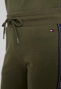 Tommy Hilfiger - AUTHENTIC TRACK PANT  - Pyjamasbukse - olive night - 4