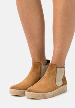 Platform ankle boots - cognac/natur
