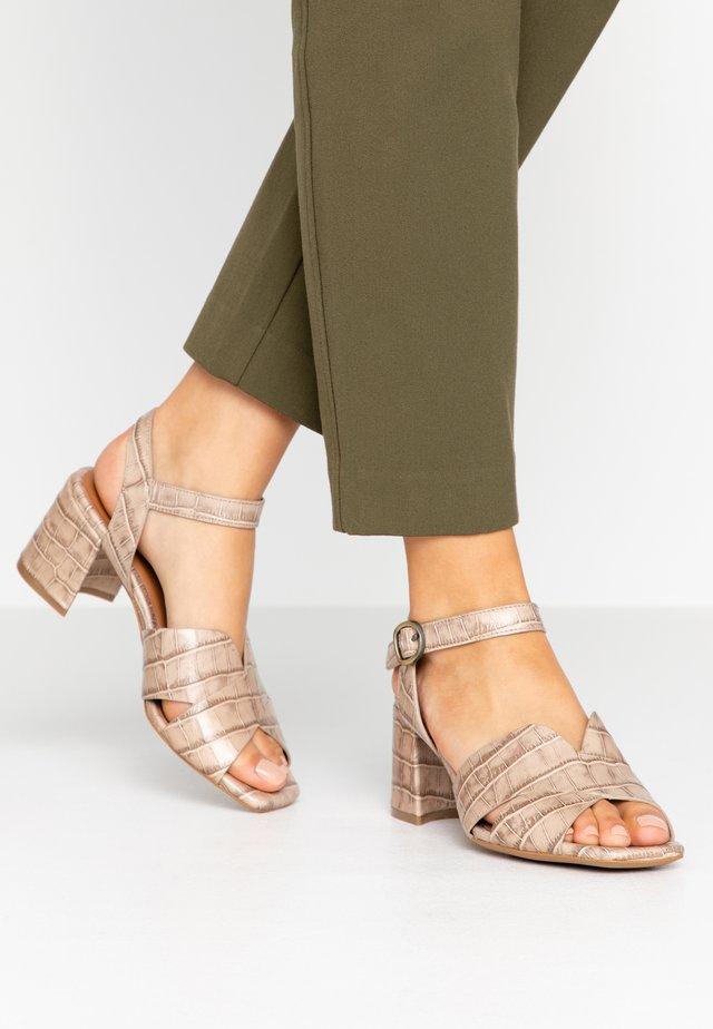 Sandaalit nilkkaremmillä - wamp canapa