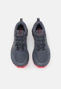 ASICS - GEL-TRABUCO 9 - Běžecké boty do terénu - carrier grey/electric red - 3