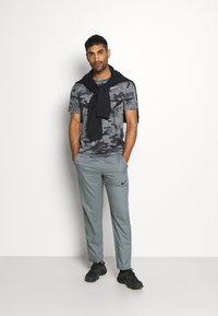 Nike Performance - DRY PANT TEAM  - Pantaloni sportivi - smoke grey/black - 1