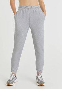 PULL&BEAR - Pantalon de survêtement - light grey - 0