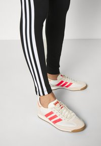 adidas Originals - COLOR SPORTS INSPIRED SLIM TIGHTS - Leggings - Hosen - black/white - 3