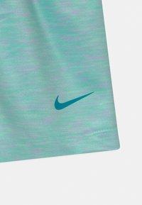 Nike Sportswear - SPACE DYE PAPERBAG  - Kraťasy - tropical twist - 2