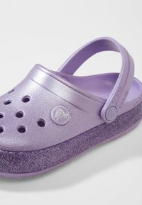 Crocs - Sandały kąpielowe - lavender - 5