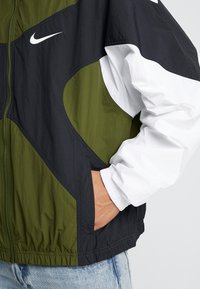 Nike Sportswear - ISSUE  - Training jacket - legion green/white/black - 5