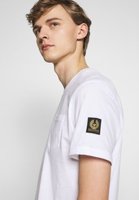 Belstaff - THOM - Basic T-shirt - white - 3