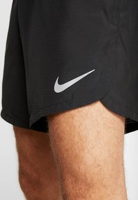 Nike Performance - DRY SHORT FAST - Pantalón corto de deporte - black/reflective silver - 5